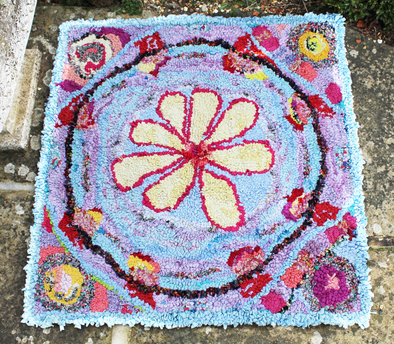 Rag Rug Of The Month: Flower Power