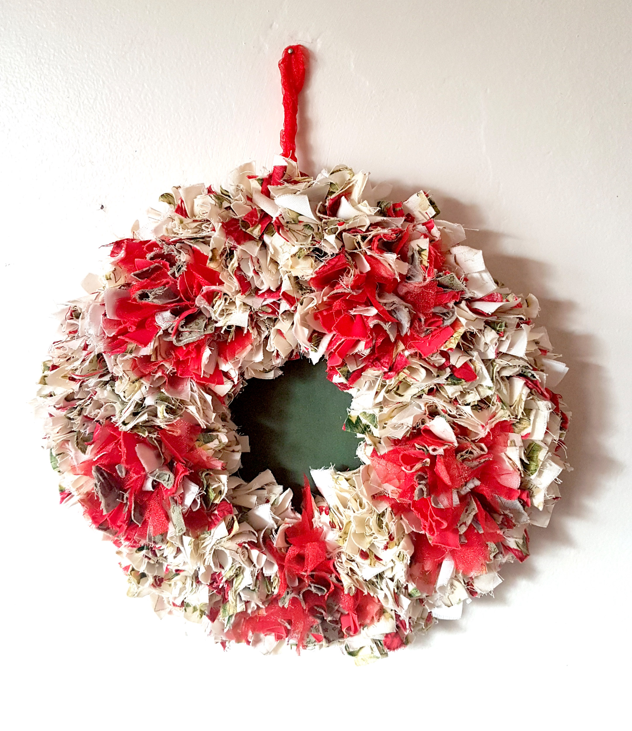 Red and gold rag rug christmas wreath made on a Ragged Life workshop
