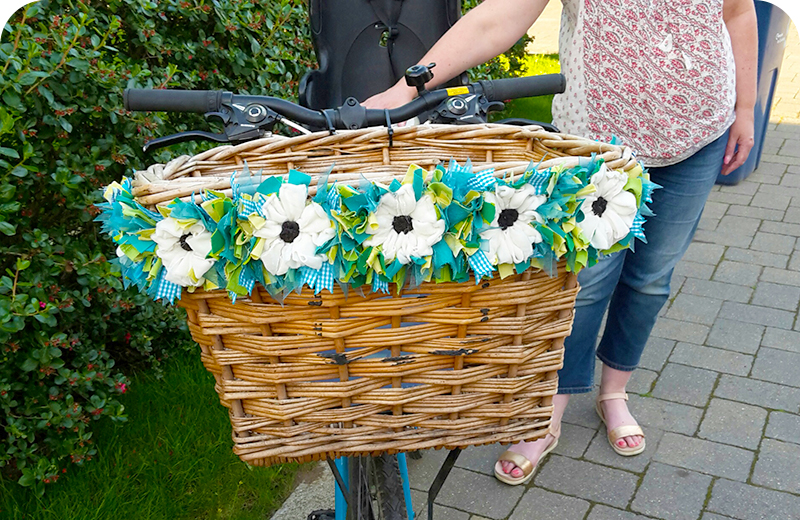 Rag Rug Bike Basket Flowers Craft Upcycling Green Cream
