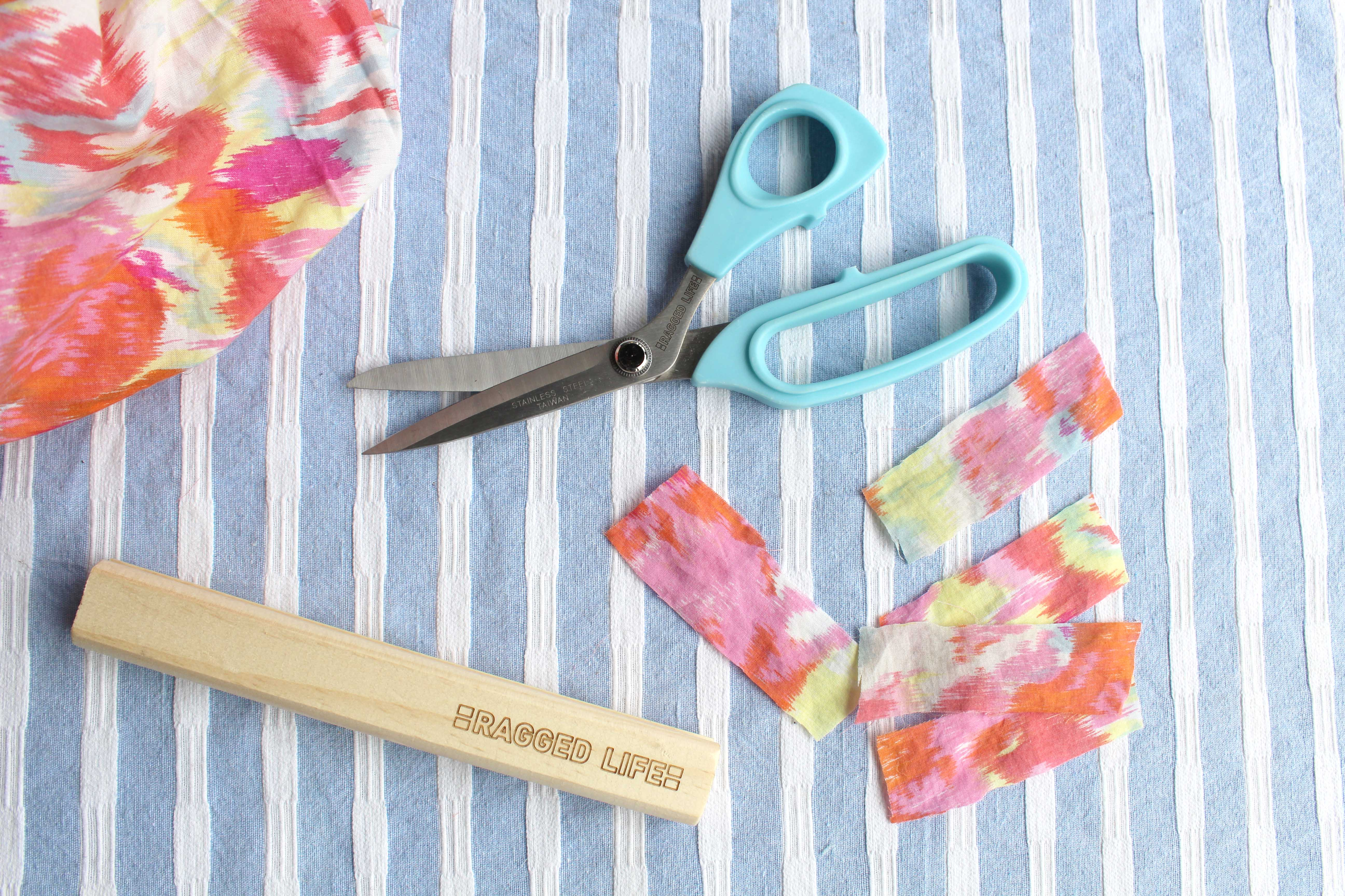 Cutting fabric for rag rugs using rag rug scissors and a wooden gauge