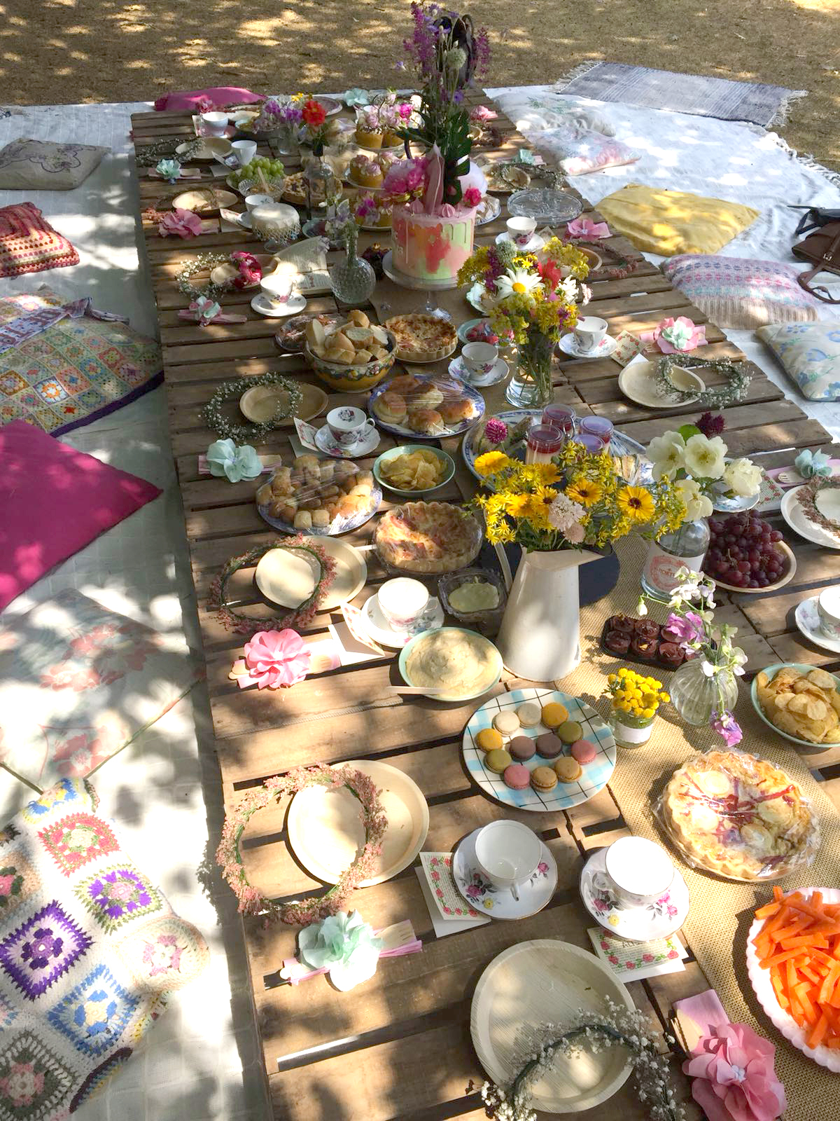 Cute picnic hen do with flowers and wooden pallet tables outside