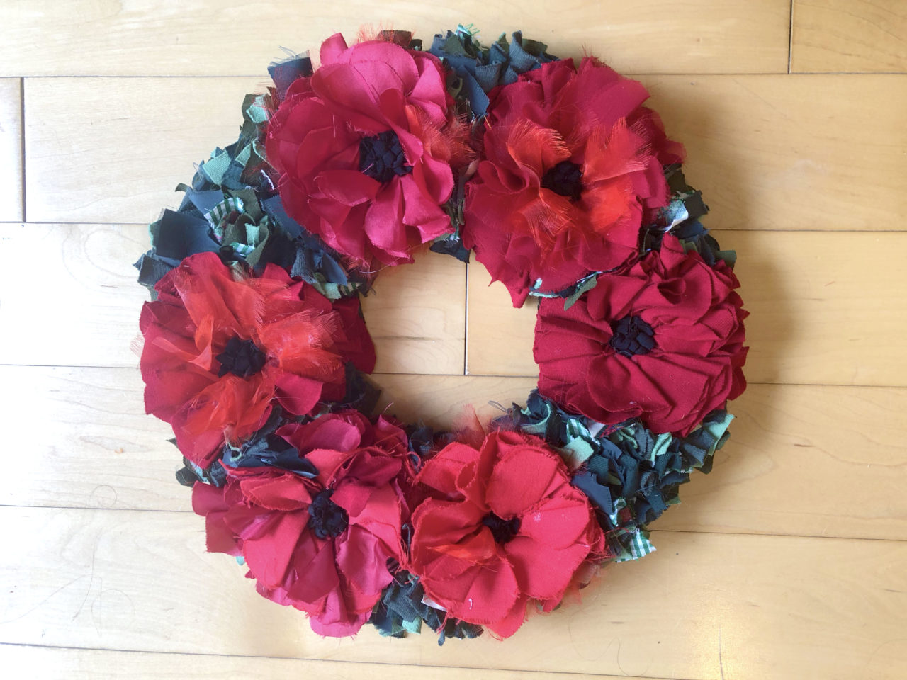 Rag rug poppy flower wreath for Remembrance Day 2018