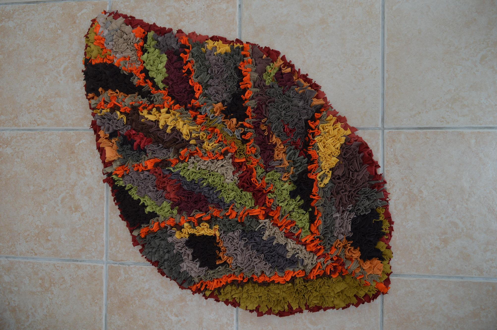 Leaf rag rug in shaggy rag rug technique