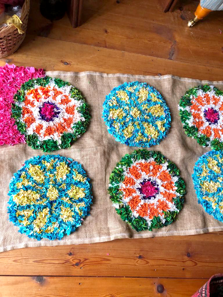 Circular pattern multicoloured rag rug