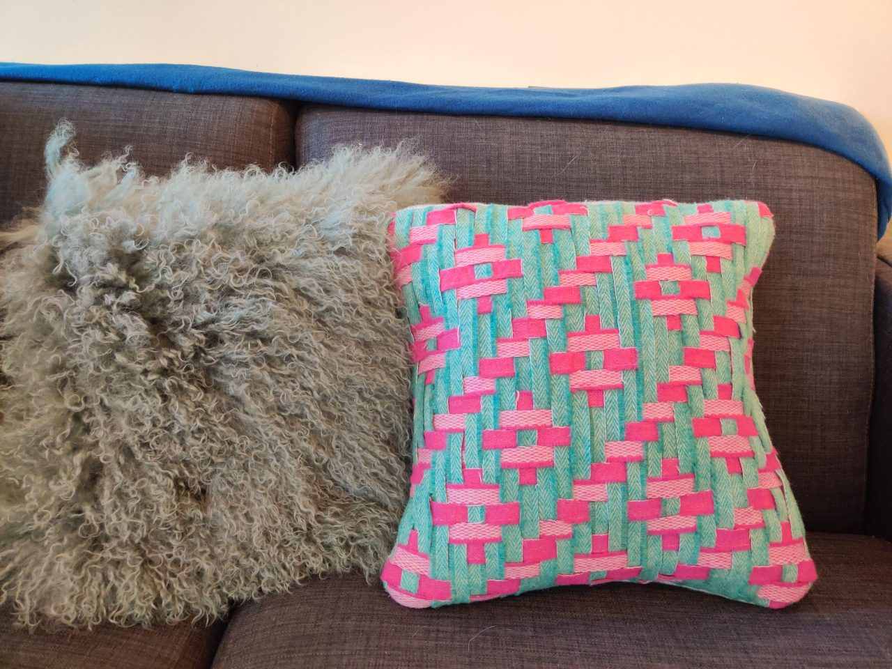 Pink and green complex meshwork cushion