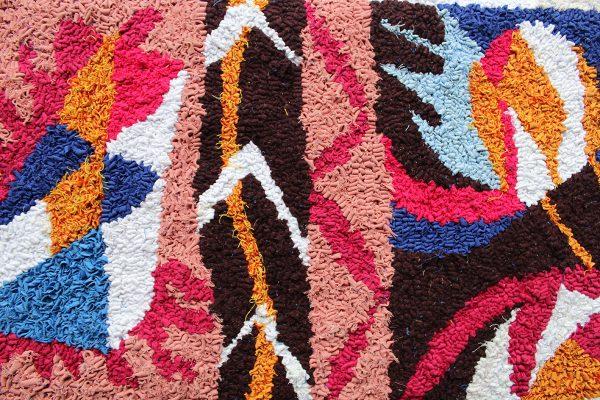 Beautiful rag rug design made with fabric scraps